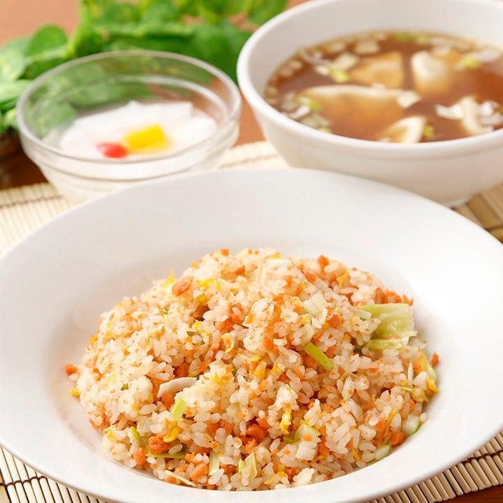 チャーハンや水餃子・杏仁豆腐のセットを週替わりでご用意!