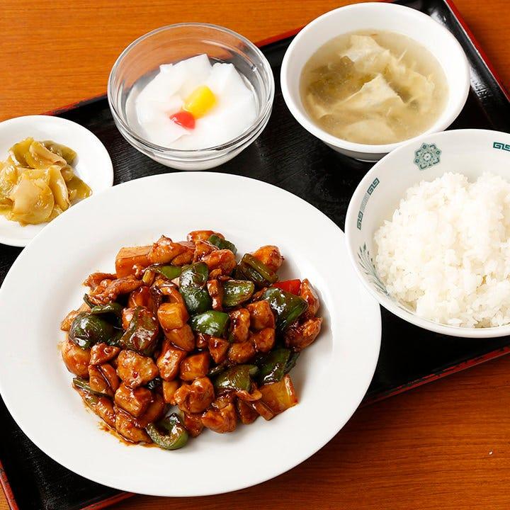 ボリューム満点の定食をリーズナブルに680円から味わえます
