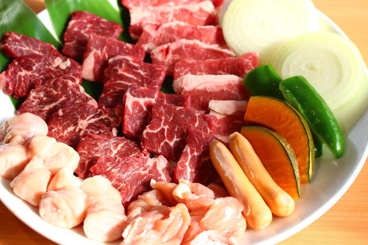 【宴会×飲み会】サイドメニューに加え、上焼肉の盛り合わせが楽しめる《飲み放題付き》「6,000円コース」