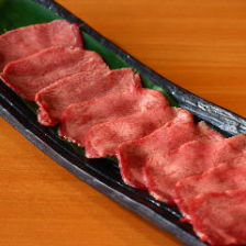 【宴会×飲み会】お肉の盛り合わせからデザートまで、充実メニューをお得に楽しめる「3,500円コース」