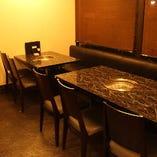 ゆったりとお食事をお楽しみいただけるテーブル席