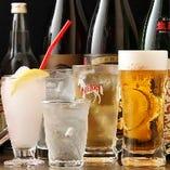 ちょい飲みに最適な活気のある空間でもつ焼きを堪能