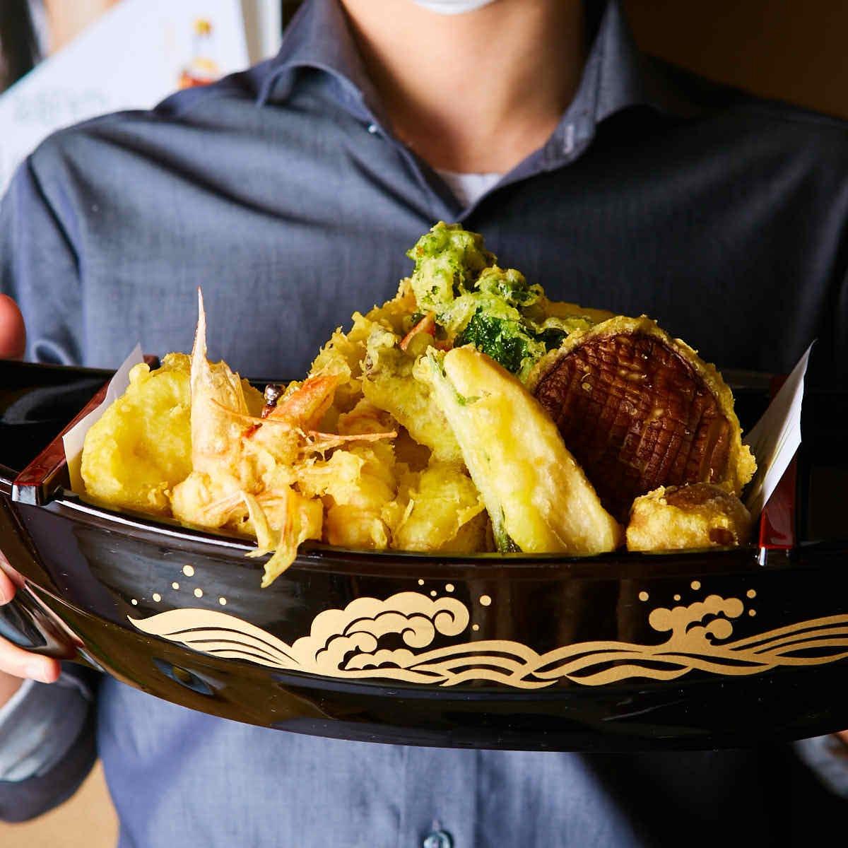 いざ出航!!舟盛り天ぷらがお客様の元に到着します!!