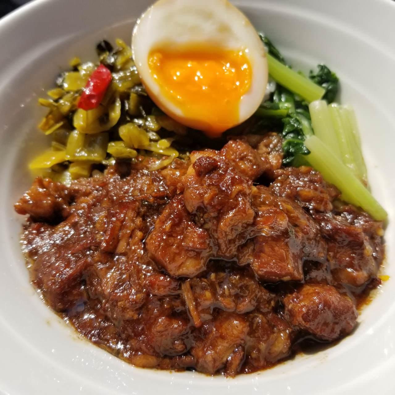 台湾名物ルーローハン(魯肉飯)絶品