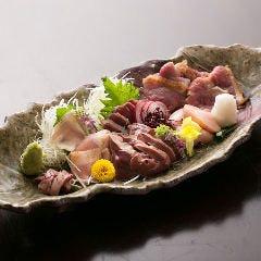 地鶏お造り5種盛り(もも肉・ムネ・レバー・砂肝・ハツ)