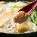 「つみれ鍋」地鶏を使ったつみから出るコクのあるお出汁に、特製薬味「柚子生姜」を入れてお召し上がりいただく鍋です