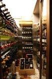 ワインセラーには400本以上のワインが勢揃い