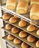 焼きたてのパンを販売を致しております。  (毎日12時頃より)