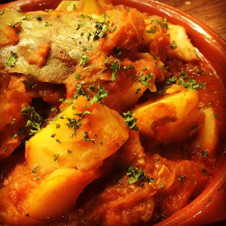 【シェフ気まぐれ】カツオとジャガイモのトマト煮