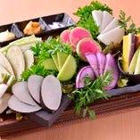 地野菜も三浦半島から直接分けてもらってきます。