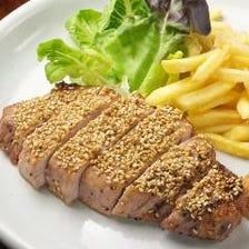 ごまやの肉料理といえば…      厚切り豚肉でゴマたっぷりセサミ焼き