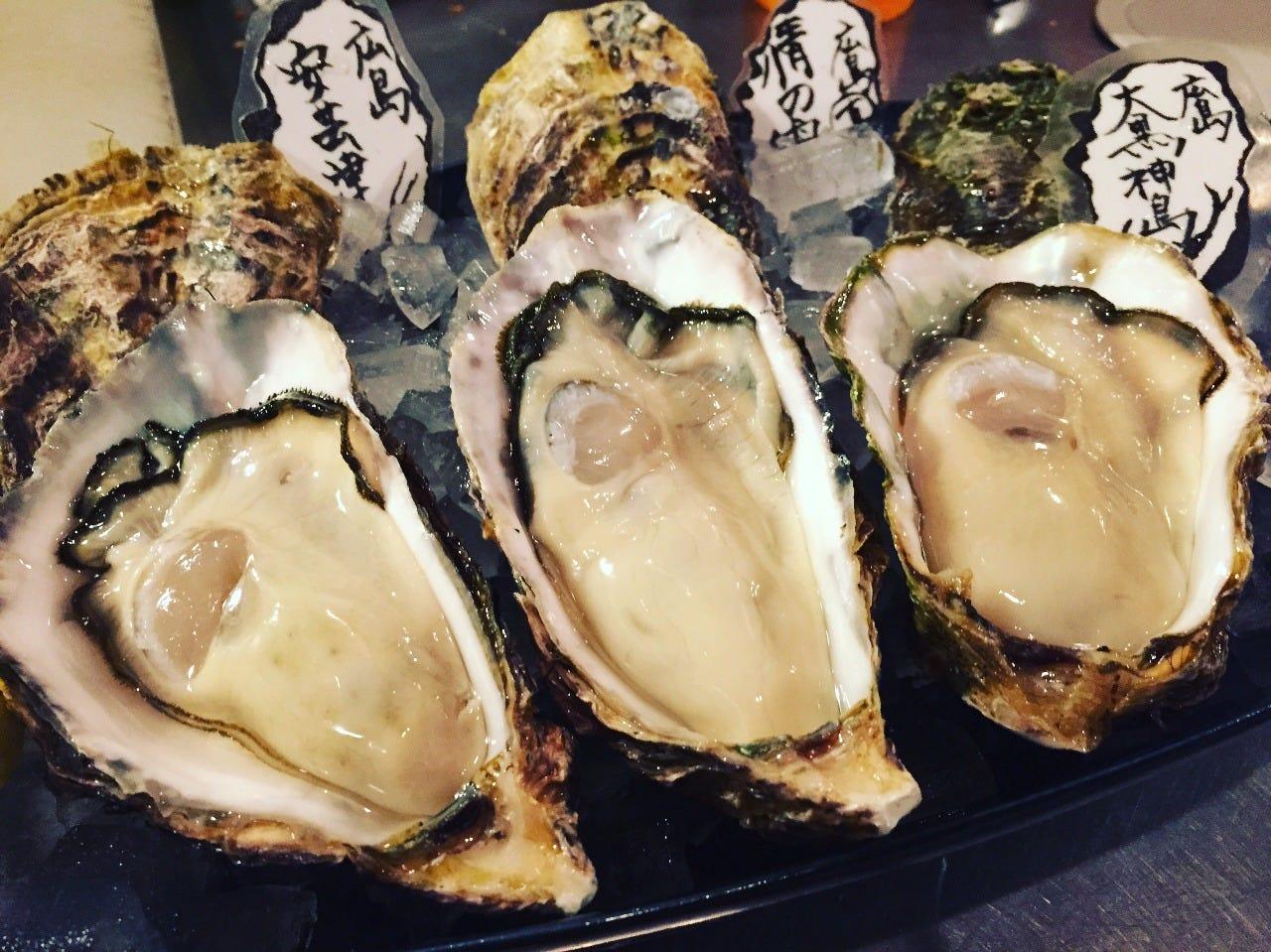 殻付き生牡蠣の食べ比べ!
