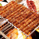 【中国伝統】ラム肉の炭火の串焼 これを求めて来店続出!