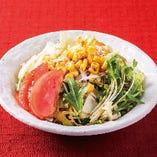 普通の野菜サラダ