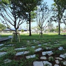 目の前は緑豊かな公園!!