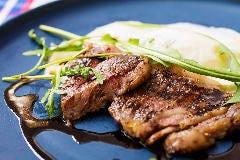 富山県産和牛ステーキとホワイトアスパラガスのビスマルク風