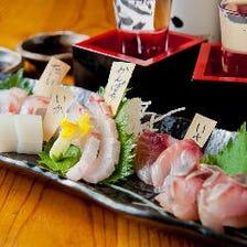 寿司店出身の店主が仕入れる新鮮魚介