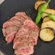 柔らかくて滋味深い、短角牛のサーロインステーキ
