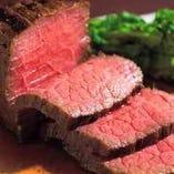 ジューシーな味わいの黒毛和牛ローストビーフは絶品です!