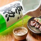 種類豊富な日本酒&焼酎が自慢。炭火焼との相性も抜群です