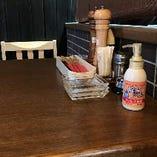 【各テーブルに消毒スプレー設置】