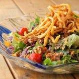 『タコスde on the サラダ』創作沖縄料理もお試しあれ。