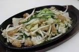 長崎黒毛和牛丸腸野菜炒め