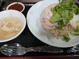 タイ風鶏ご飯カオマンガイ  ランチタイム限定