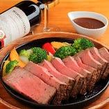 『リングオブケリーコース』では、ボリューム満点な「1ポンドビーフステーキ」が食べられます♪
