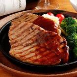 『ダブリンコース』は「スペイン産豚肩ロースのステーキ ~デミグラスソース~」がメイン♪