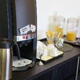 ランチ:フリードリンク(コーヒー・オレンジジュース・アップルジュース・ウーロン茶)