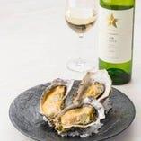 広島県産牡蠣の殻焼き。シャルドネと合わせて。
