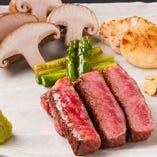 お肉はオーナーが厳選したものを取り揃えております