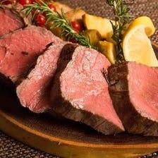 うまい赤身肉レアステーキあります!