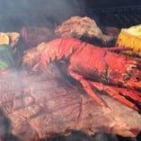 炭火で豪快に焼くアメリカンスタイル。盛り上がります