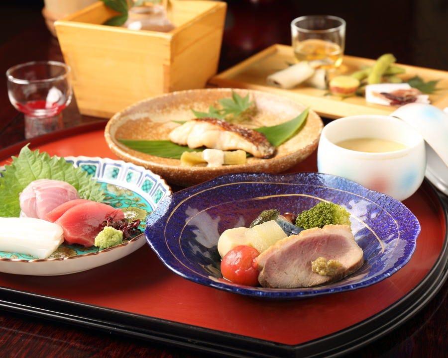 金沢の旬の食材を活かした会席料理