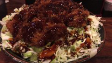 ◆味の六白名物「キャベ丼」!