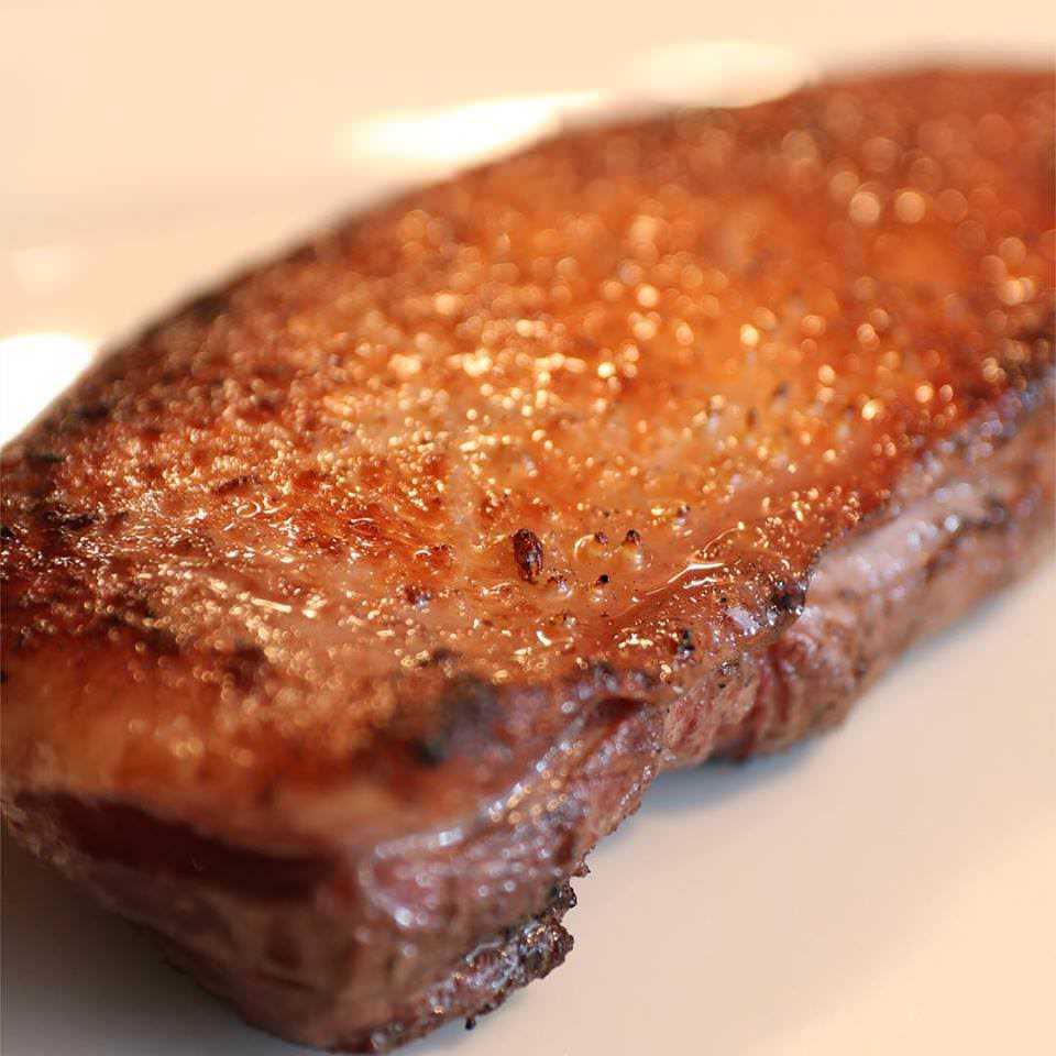 フランス産鴨のロースト 鴨の胸炭火で丁寧に30分かけてロースト