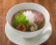 コク深く、さっぱりとした味わいの梅塩拉麺は女性客に人気