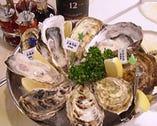 続々入荷の新鮮生牡蠣は お好みのソースとご一緒に♪