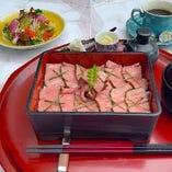 ◆牛ヒレステーキ重◆ お勧めの一品です