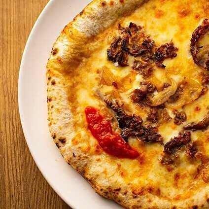 イタリアナポリから空輸で仕入れるモッツァレラチーズにもご注目