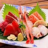こだわりの産地直送の鮮魚。土佐の銘柄日本酒によく合います。