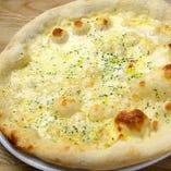 クアトロフォルマッジ~4種のチーズのピッツァ