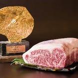 美しいサシ、きめ細やかな肉質、とろけるような柔らかさを持つ「神戸ビーフ」。
