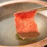 神戸牛を使った贅沢なしゃぶしゃぶをご用意しております。