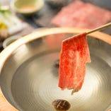 赤のれん伝統の神戸牛すきやき・しゃぶしゃぶも好評です。