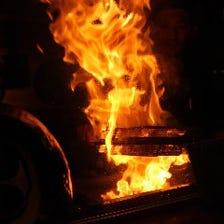 豪快に焼き上げる絶品の炭火焼き鳥!