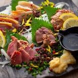 【肉刺し】 牛、豚、鶏、鴨、馬など色々なお肉を楽しめます