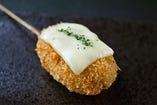 ミンチカツ(チーズ乗せ)
